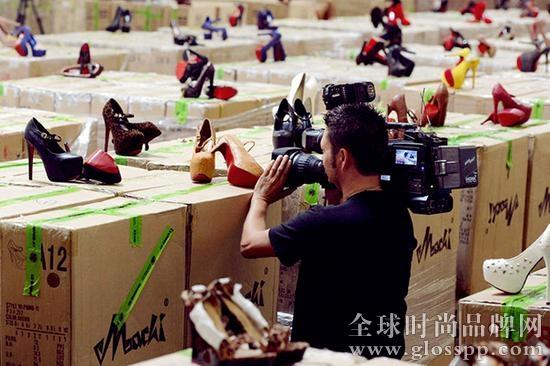 资讯生活中国海关手续煎熬奢侈品